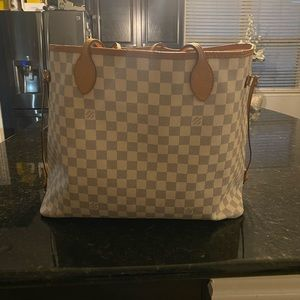 AUtH Louis Vuitton neverful bag